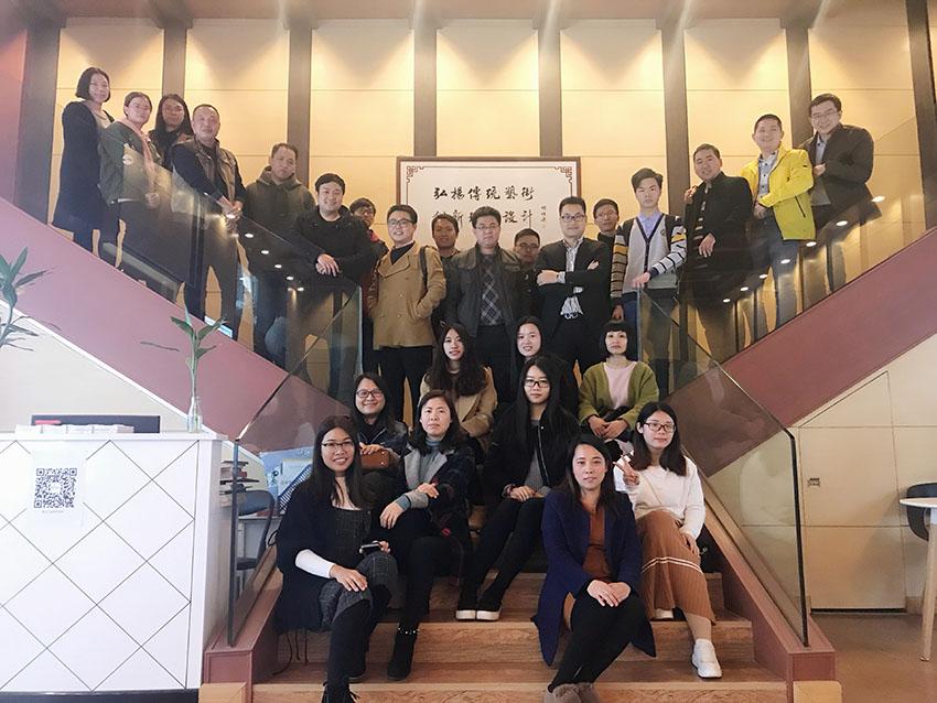 翼联合战略联盟的部份小伙伴们在南粤书画院拍照留念5.jpg
